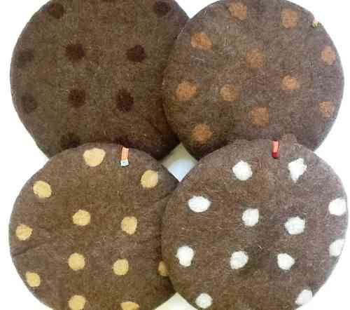 Seat Cushion dots, brown in brown